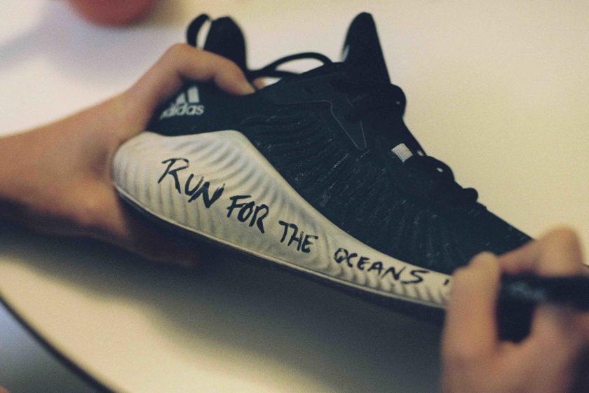 Entro il 2024 tutte le sneaker Adidas saranno prodotte con la plastica recuperata dai mari