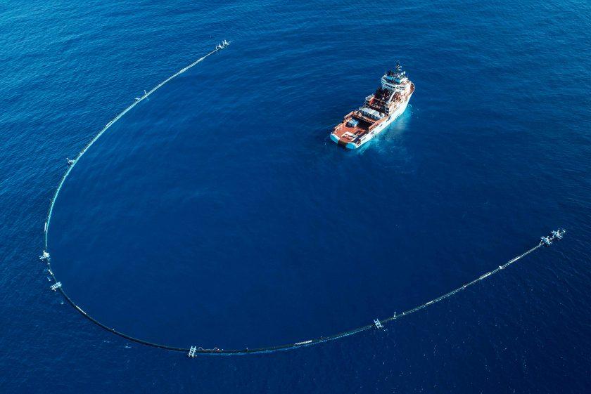Un grosso tubo per ripulire i mari dalla plastica