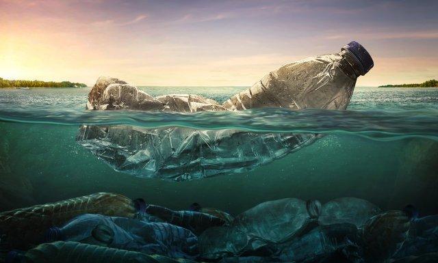 Il petrolio a basso costo rischia di far scomparire l'industria della plastica riciclata